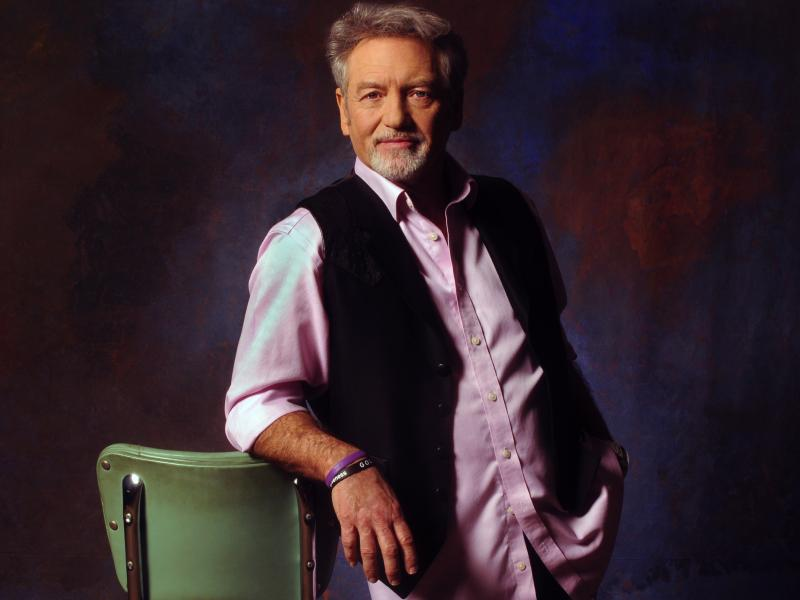 "Silver Dollar ""Showroom Session"" Featuring Larry Gatlin"