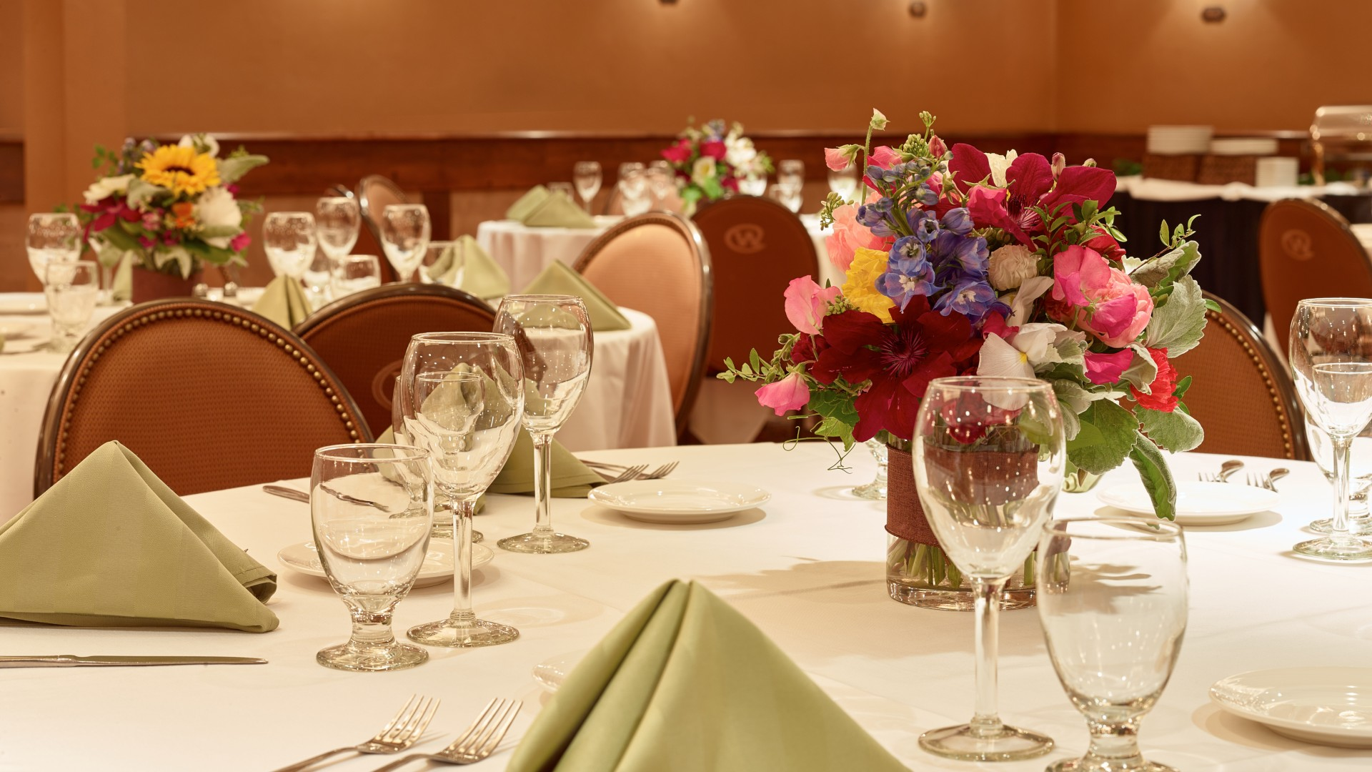 Outstanding Service, Elegant Atmosphere